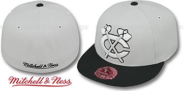 Blackhawks MONOCHROME XL-LOGO Grey-Black Fitted Hat by Mitchell & Ness