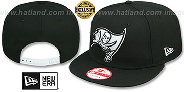 Buccaneers 'TEAM-BASIC SNAPBACK' Black-White Hat by New Era