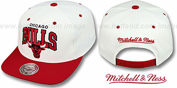 Bulls '2T TEAM ARCH SNAPBACK' White-Red Hat by Mitchell & Ness