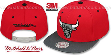 Bulls '3M XL-LOGO SNAPBACK' Red-Grey Hat by Mitchell & Ness