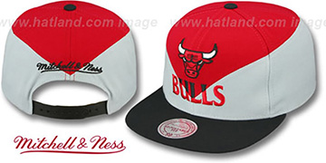 Bulls 'AMPLIFY DIAMOND SNAPBACK' Red-Grey Hat by Mitchell and Ness