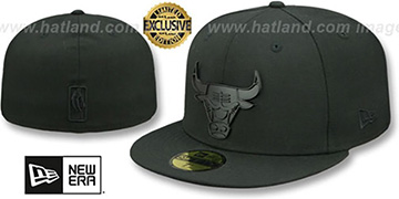 Bulls 'BLACK METAL-BADGE' Black Fitted Hat by New Era
