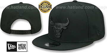 Bulls 'BLACK METAL-BADGE SNAPBACK' Black Hat by New Era