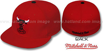 Bulls 'CLASSIC THROWBACK' Red Fitted Hat by Mitchell & Ness