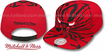 Bulls 'EARTHQUAKE SNAPBACK' Red Hat by Mitchell and Ness