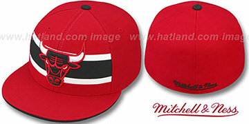 Bulls HARDWOOD TIMEOUT Red Fitted Hat by Mitchell & Ness