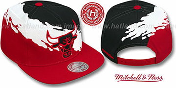 Bulls 'PAINTBRUSH SNAPBACK' Black-White-Red Hat by Mitchell & Ness