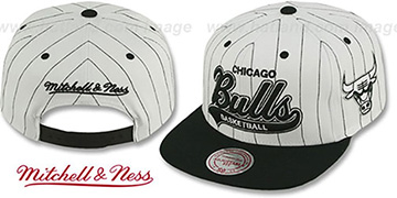 Bulls 'PINSTRIPE TAILSWEEPER SNAPBACK' White-Black Hat by Mitchell & Ness