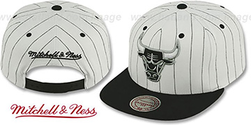 Bulls 'PINSTRIPE TEAM-BASIC SNAPBACK' White-Black Hat by Mitchell & Ness