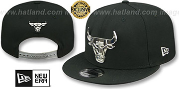 Bulls SILVER METAL-BADGE SNAPBACK Black Hat by New Era