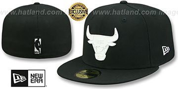 Bulls WHITE METAL-BADGE Black Fitted Hat by New Era