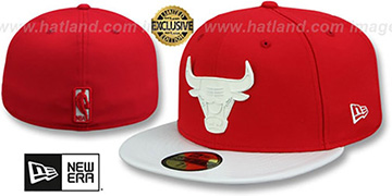 Bulls WHITE METAL-BADGE Red-White Patent Fitted Hat by New Era