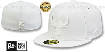 Bulls WHITE METAL-BADGE White Fitted Hat by New Era