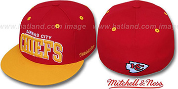 Chiefs '2T CLASSIC-ARCH' Red-Gold Fitted Hat by Mitchell & Ness