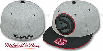 Hawks '2T XL-LOGO FADEOUT' Grey-Black Fitted Hat by Mitchell & Ness