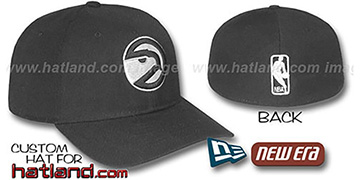 Hawks BASIC HARDWOOD Black-Black Fitted Hat by New Era