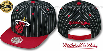 Heat 'PINSTRIPE 2T TEAM-BASIC SNAPBACK' Black-Red Adjustable Hat by Mitchell & Ness