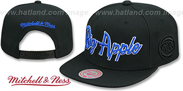 Knicks CITY NICKNAME SCRIPT SNAPBACK Black Hat by Mitchell and Ness