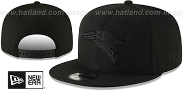 Patriots TEAM-BASIC BLACKOUT SNAPBACK Hat by New Era