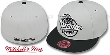 Pistons MONOCHROME XL-LOGO Grey-Black Fitted Hat by Mitchell & Ness