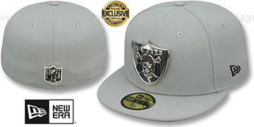 Raiders SILVER METAL-BADGE Light Grey Fitted Hat by New Era
