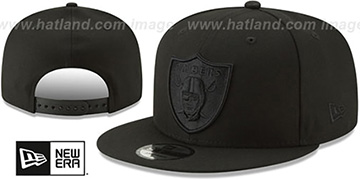 Raiders TEAM-BASIC BLACKOUT SNAPBACK Hat by New Era