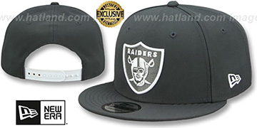 Raiders TEAM-BASIC SNAPBACK Charcoal-White Hat by New Era