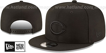 Reds TEAM-BASIC BLACKOUT SNAPBACK Hat by New Era