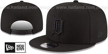 Tigers TEAM-BASIC BLACKOUT SNAPBACK Hat by New Era