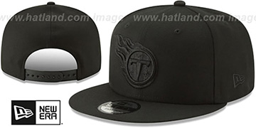 Titans TEAM-BASIC BLACKOUT SNAPBACK Hat by New Era