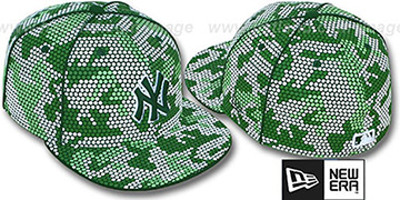 Yankees GREEN DOT-CAMO Fitted Hat by New Era