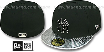 Yankees METALLIC SLITHER Black-Silver Fitted Hat by New Era