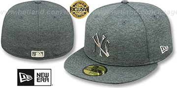 Yankees SILVER METAL-BADGE Shadow Tech Fitted Hat by New Era