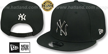 Yankees 'SILVER METAL-BADGE SNAPBACK' Black Hat by New Era