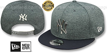 Yankees SILVER METAL-BADGE SNAPBACK Shadow Tech-Navy Hat by New Era