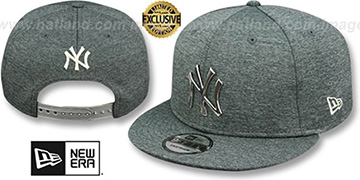 Yankees 'SILVER METAL-BADGE SNAPBACK' Shadow Tech Hat by New Era