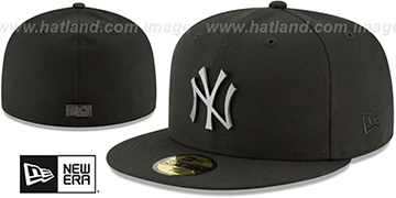 Yankees 'SLEEKED BLACK METAL-BADGE' Black Fitted Hat by New Era