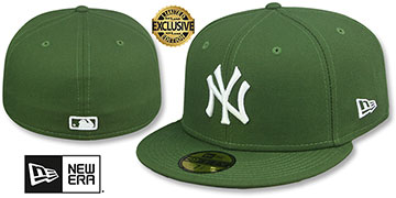 Yankees TEAM-BASIC Rifle Green-White Fitted Hat by New Era
