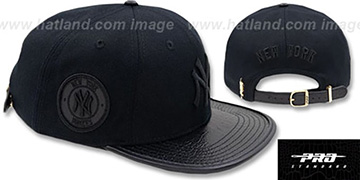 Yankees 'TEAM-BASIC STRAPBACK' Black-Black Hat by Pro Standard