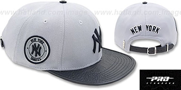 Yankees TEAM-BASIC STRAPBACK Grey-Navy Hat by Pro Standard
