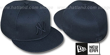 Yankees THERMAL BLACKOUT Fitted Hat by New Era