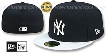 Yankees WHITE METAL-BADGE Navy-White Patent Fitted Hat by New Era