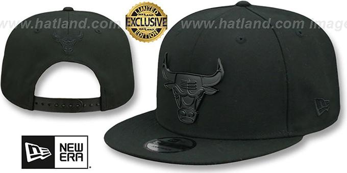 568ff43b428 Bulls  BLACK METAL-BADGE SNAPBACK  Black Hat by New Era