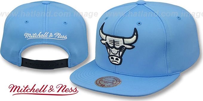 Bulls FOAM 'POWDER SNAPBACK' Hat Mitchell and Ness : pictured without stickers that these products are shipped with