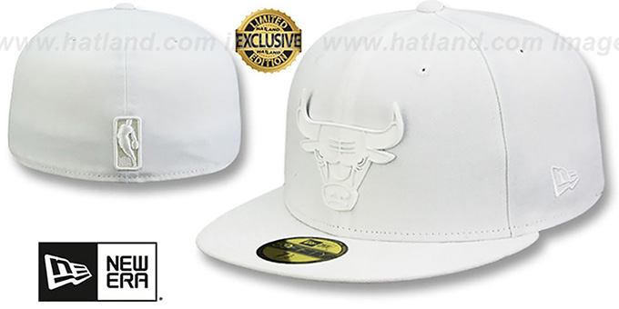 Bulls 'WHITE METAL-BADGE' White Fitted Hat by New Era : pictured without stickers that these products are shipped with