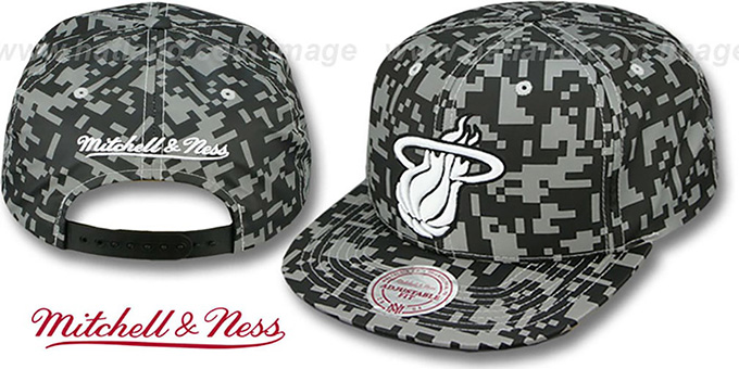 Heat '3M DIGI-CAMO SNAPBACK' Black-Grey Hat by Mitchell and Ness : pictured without stickers that these products are shipped with
