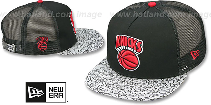Knicks 'ELEPHANT-HOOK STRAPBACK' Black-Black Hat by New Era : pictured without stickers that these products are shipped with