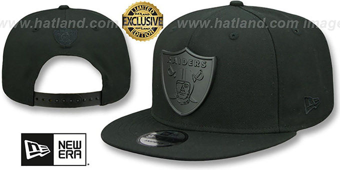 Oakland Raiders BLACK METAL-BADGE SNAPBACK Black Hat by New Era 7d7a5f08e6d