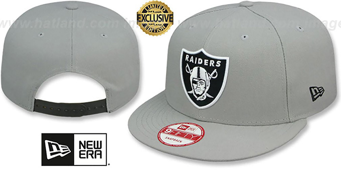 Raiders 'NFL TEAM-BASIC SNAPBACK' Grey-Black Hat by New Era : pictured without stickers that these products are shipped with