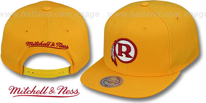 Redskins ALT 'THROWBACK-BASIC SNAPBACK' Gold Hat by Mitchell & Ness : pictured without stickers that these products are shipped with